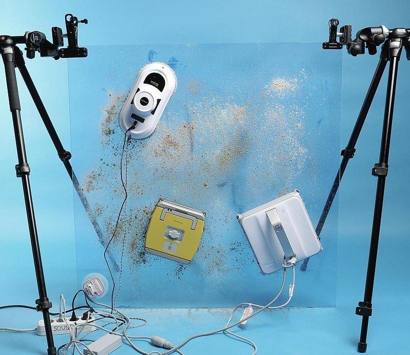Роботы - стекломойщики за своей непосредственной работой