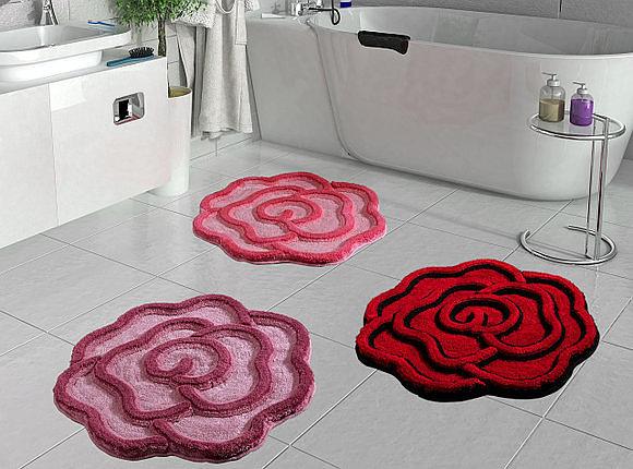 Вот такие интересные коврики-розы могут украсить Вашу ванную комнату