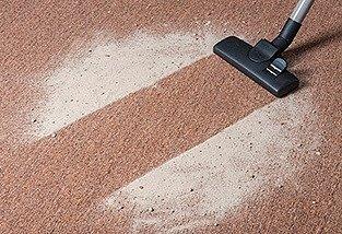 Сухая чистка коврового покрытия безопасный и нетрудоемкий способ